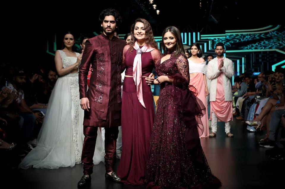 IRW 2019 - India Runway Week 2019 Season 11|Actress Rashami Desai walks the Ramp, New Delhi